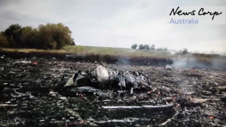 """""""Gab es ein zweites Flugzeug?"""" – Neues Videomaterial zeigt Absturzstelle von MH17 Minuten nach dem Abschuss der Boeing"""