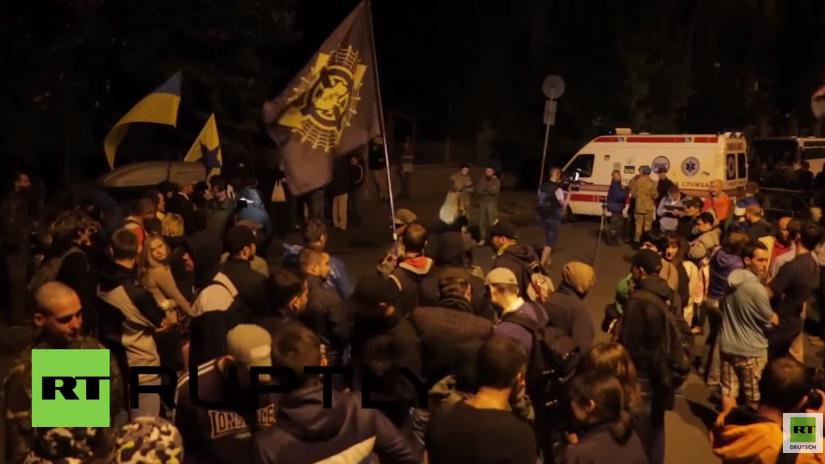 Kiew: Demonstranten des Rechten Sektors bleiben bis spät in die Nacht zum Protest