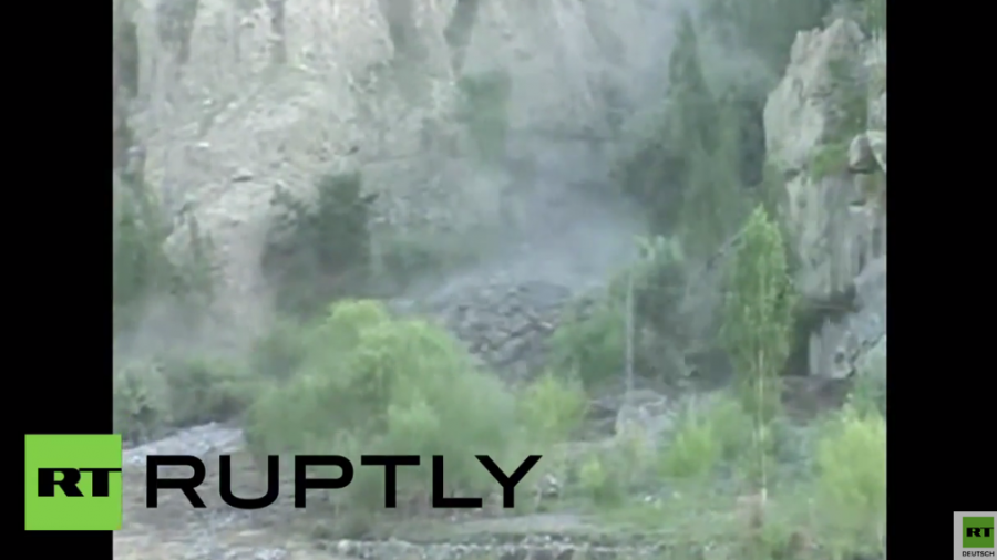 Pakistans Norden versinkt in den Fluten – Heftige Schlammlawine in Skardu gefilmt