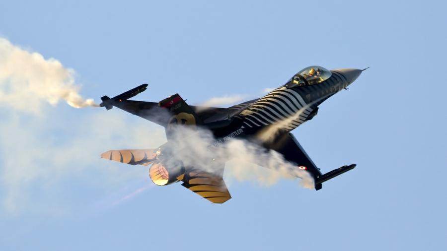 Bomben auf Kobane - Türkei bombardiert die bisher schlagkräftigsten Gegner des Islamischen Staates