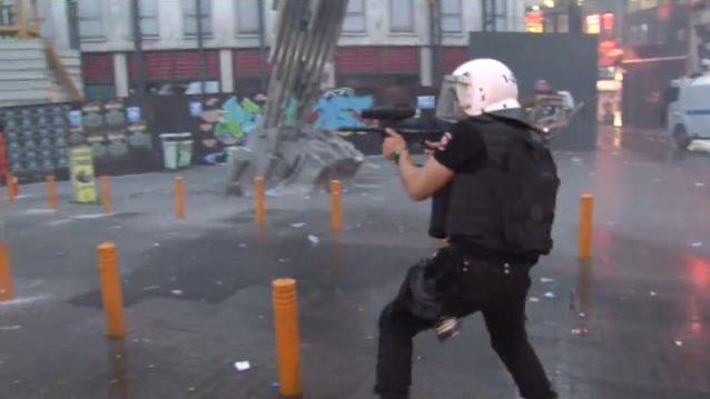"""""""Erdoğan ist ein Kollaborateur"""" - Nach Anschlag in Suruç liefern sich Kurden Straßenschlacht mit der Polizei in Istanbul"""