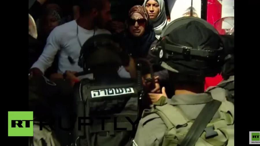 Israelische Polizisten dringen in Al-Aqsa-Moschee ein, nach Provokation ultra-rechter Juden