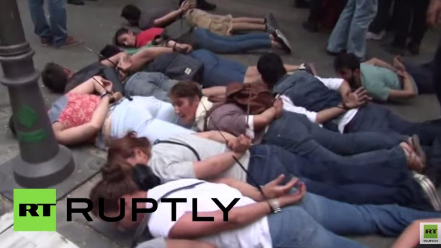 Türkei: Protest gegen Luftangriffe – Zusammenstöße und Dutzende verhaftet