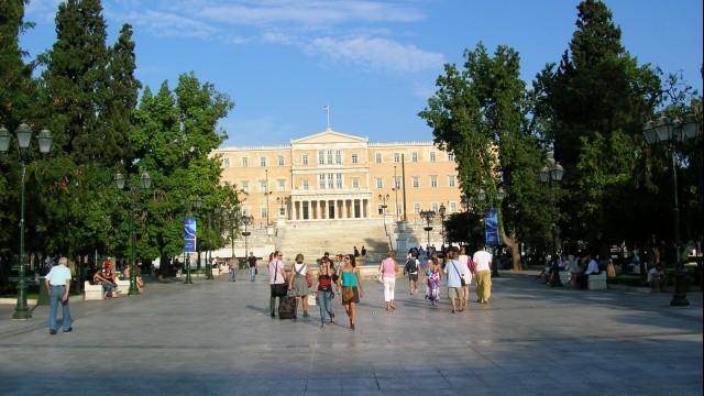 Live: Athener strömen auf Syntagma-Platz und erwarten mit Spannung das Ergebnis des Referendums