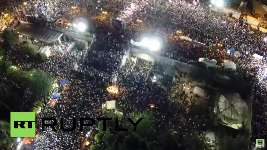 """Luftaufnahmen von den Zehntausenden bei der """"Oxi-Versammlung"""" am Freitag"""