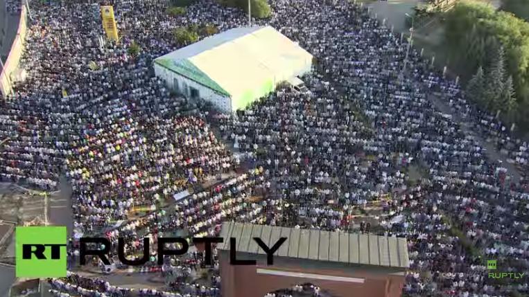 Live ab 5 Uhr: Moskaus Muslime feiern Fest des Fastenbrechens