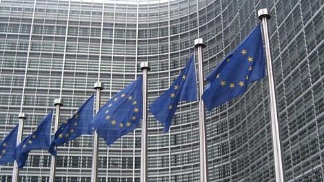 Europäische Kommission: Griechenland sollte in der Eurozone bleiben