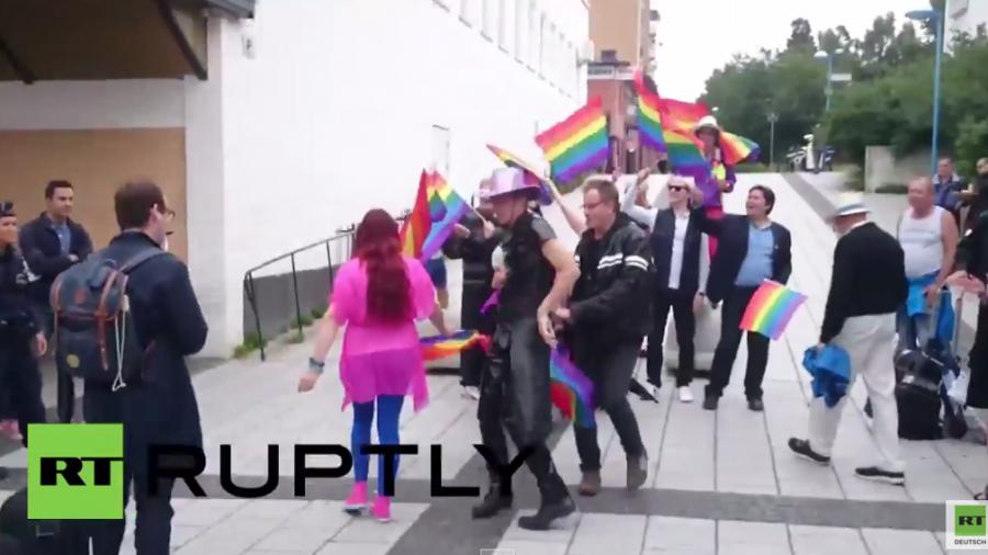 Schweden: Rechtspopulist organisiert Demo für Homosexuelle in Migrantenviertel