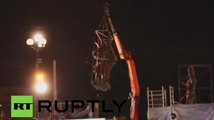Litauen entfernt sowjetische Statuen von Hauptstadt-Brücke
