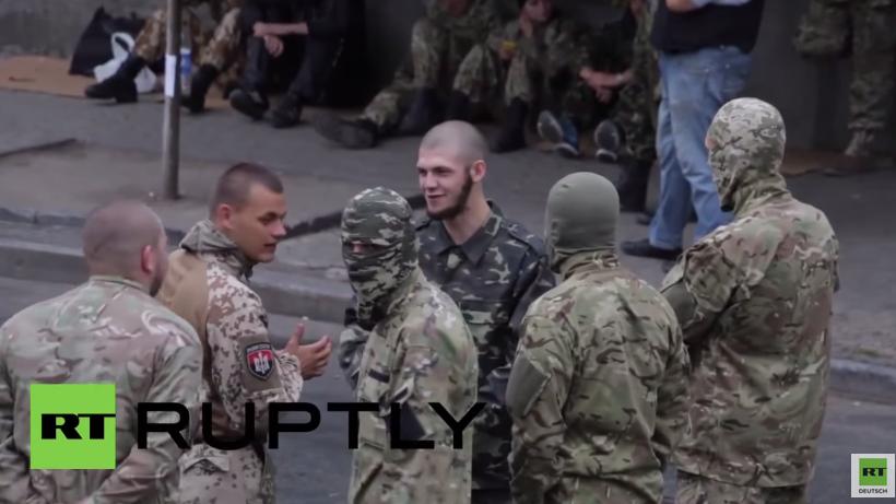 Kiew: Rechter Sektor versorgt Protestteilnehmer mit kostenlosen Nahrungsmitteln