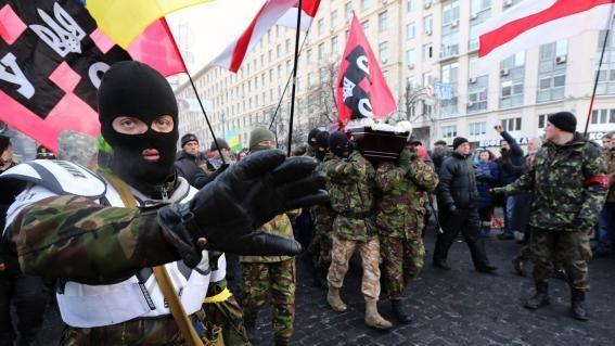 """""""Wir bestimmen hier"""" - Rechter Sektor droht mit der Verlegung von 19 Kampfbataillonen nach Kiew"""