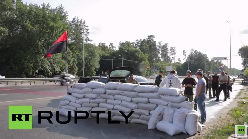 Rechter Sektor errichtet Checkpoint am Stadtrand von Kiew