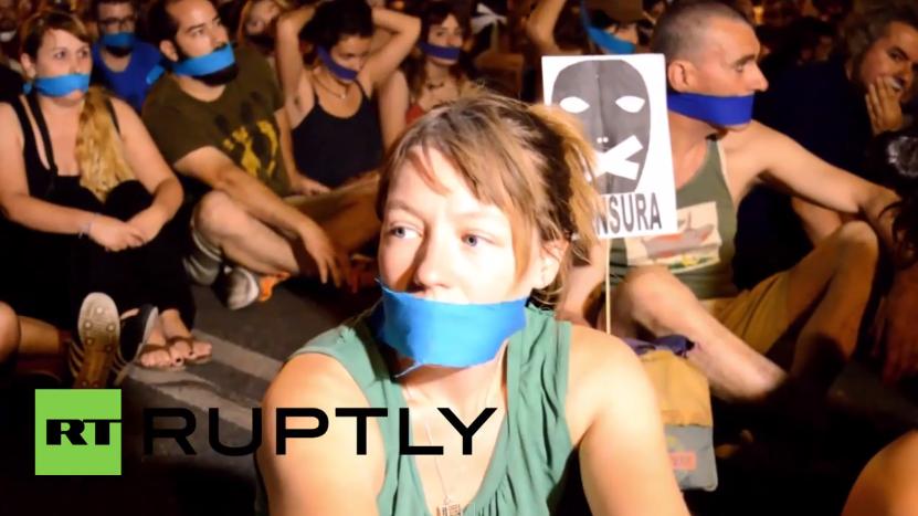 """Tausende Spanier protestieren gegen neu in Kraft getretenes """"Knebelgesetz"""""""