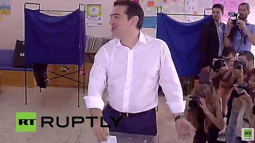 Live: Tsipras gibt seine Stimme fürs Referendum ab