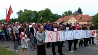 Aufmarsch in Freital gegen Flüchtlingsunterkunft
