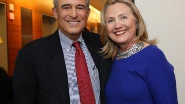Lanny Davis und Hillary Clinton. Er sollte für Clinton den Kontakt zum Putschregime herstellen