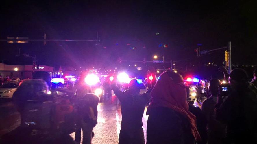 Ferguson: Polizeikugeln verletzen auf Michael-Brown-Gedenkveranstaltung guten Freund des Opfers
