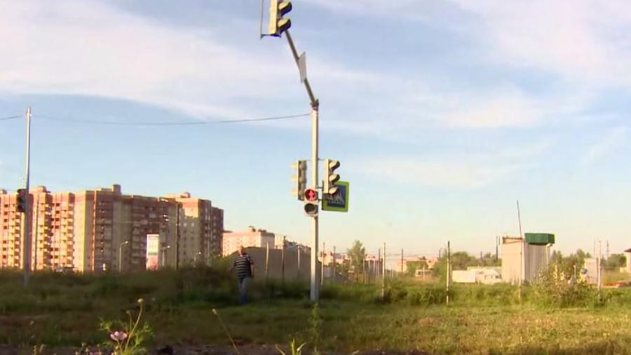 Russland investiert auch in Zeiten der Krise: 30.000 Euro Ampel mitten auf dem Acker