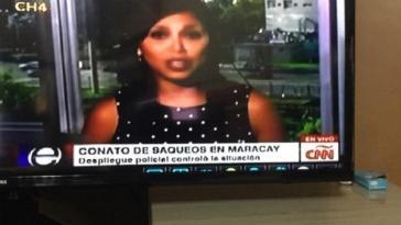 """Während die CNN-Reporterin Hernández berichtet, erscheint der Text: """"Versuchte Plünderungen in Maracay"""" QUELLE: TELESURTV.NET"""