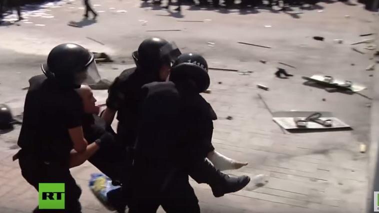 Kiew: Aufnahmen vom Granatenangriff auf Sicherheitskräfte vor dem Parlament (Vorsicht verstörende Bilder)