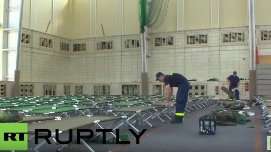 Leipzig: Uni-Sporthalle wird kurzentschlossen als Asyl-Notunterkunft eingerichtet