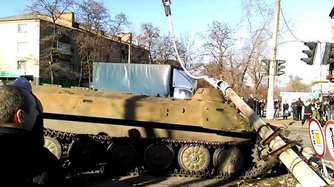 """""""Hervorragende Führung und Durchhaltevermögen"""" - Ehrenauszeichnung für ukrainischen Offizier, der mit Schützenpanzerwagen Kleinkind tötete"""