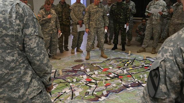 """US-Historiker Zuesse: USA verfolgen eine """"Strategie der Zerstörung Europas"""""""
