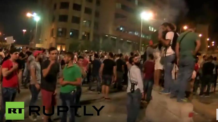 """Live aus dem Libanon – """"Ihr-stinkt-Proteste"""" in Beirut halten an"""