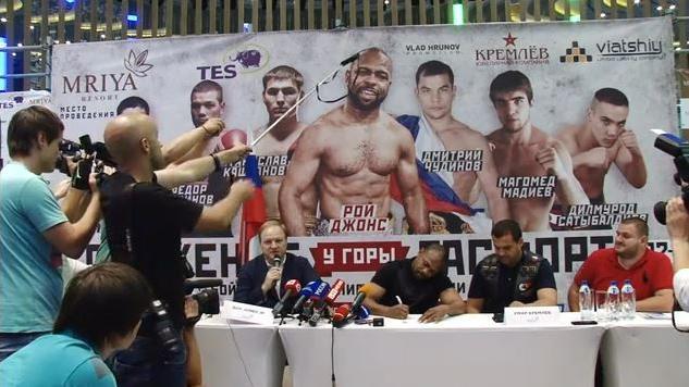 US-Boxer Roy Jones bittet Putin bei einer Tasse Tee auf der Krim um russische Staatsbürgerschaft