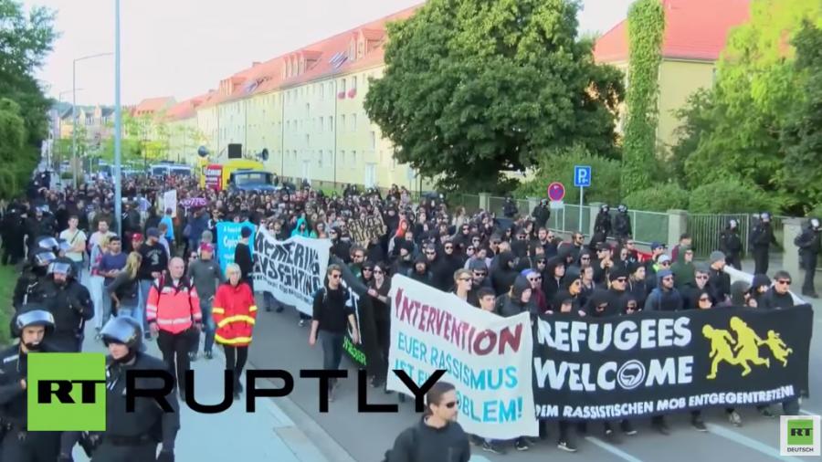 Freital: Hunderte protestieren für Flüchtlinge – Rechte demonstrieren dagegen