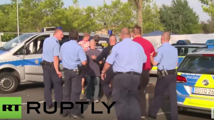 Heidenau: Ein harter Kern protestiert erneut gegen Flüchtlinge