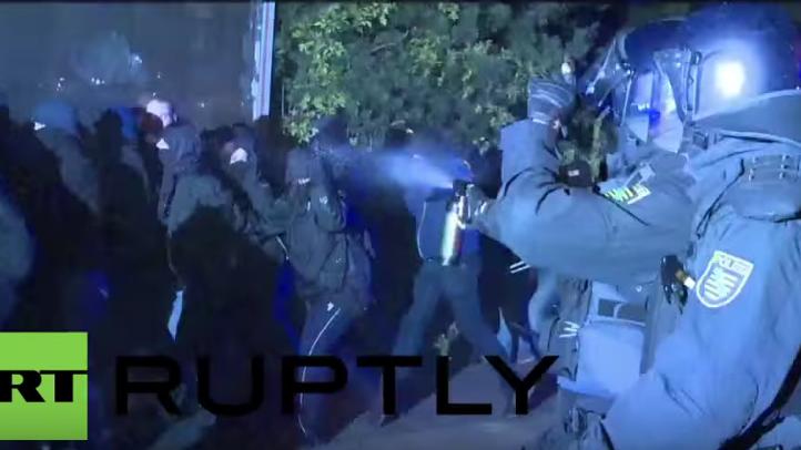Heidenau: Erneute Unruhen - Zusammenstöße zwischen Linken und Rechten