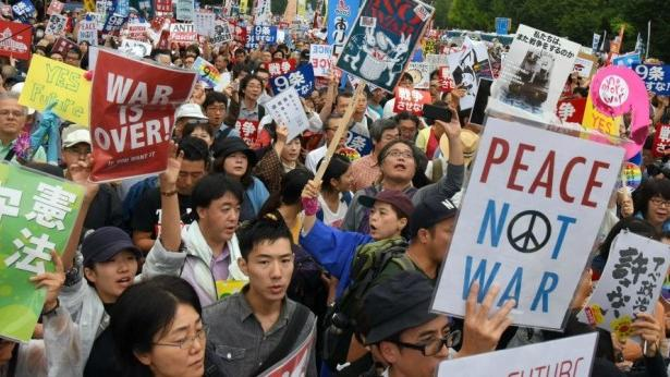Japanische Friedensbewegung erwacht: 120.000 demonstrieren gegen neues Gesetz für Kriegseinsätze