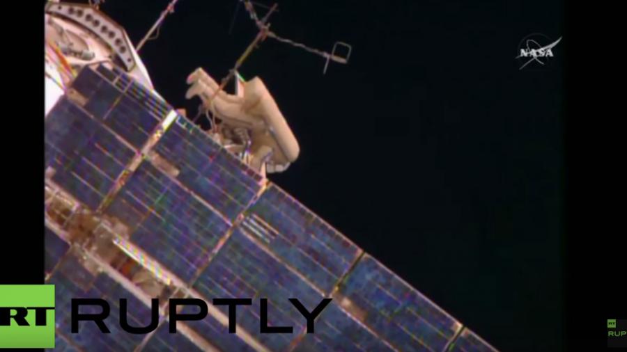Russische Kosmonauten verlassen die ISS  für einen Weltraumspaziergang