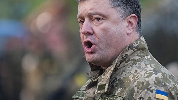 Poroschenko übergibt Panzer vor Treffen mit Merkel und betont: Pazifismus gehört der Vergangenheit an