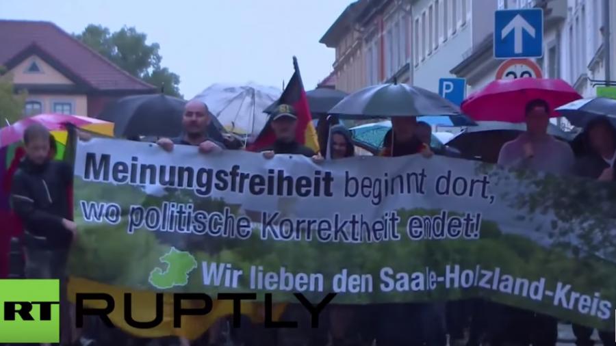 """Eisenberg: Pegida-Ableger """"Thügida"""" verblasst angesichts der vielen Gegendemonstranten"""