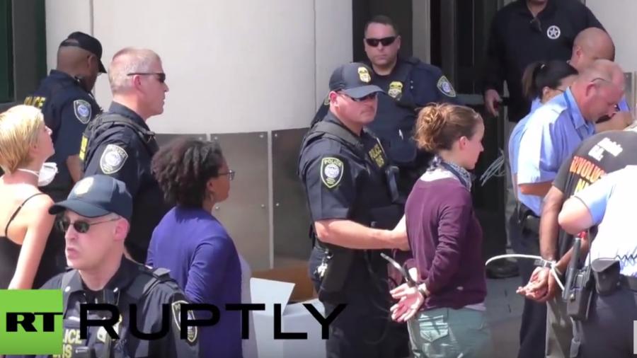 Ferguson: Behörden rufen Notstand aus – Weit über 100 Verhaftungen