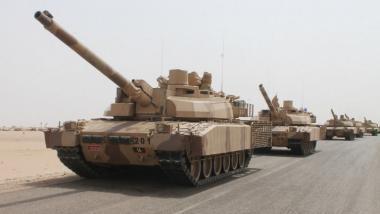 Saudische Panzereinheiten nahe der jemenitischen Hafenstadt Aden