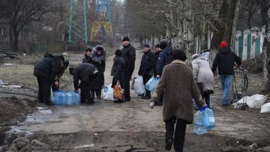 Bewohner von Dozent werden notdürftig mit Wasser versorgt - Quelle: UNICEF Ukraine