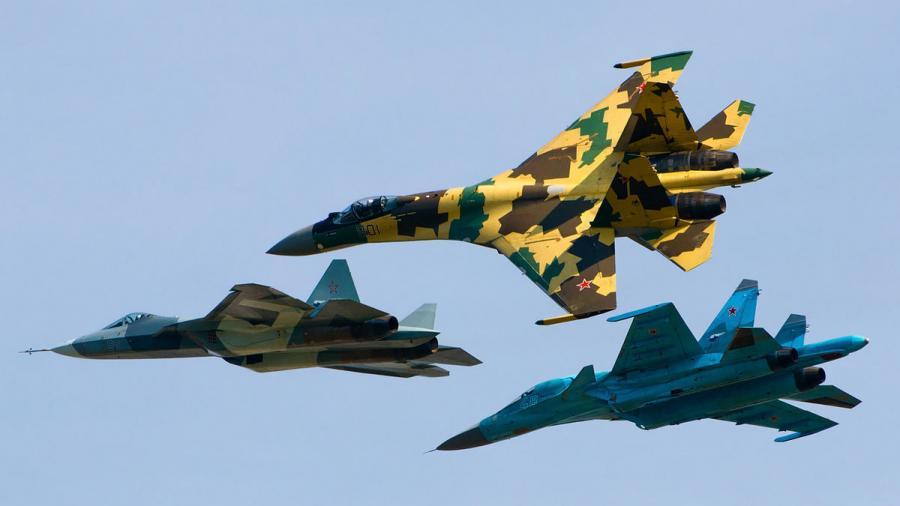 """""""Verlegung von Kampfflugzeugen und Hubschraubern"""" - Macht Russland Ernst mit eigenem Antiterror-Einsatz in Syrien?"""