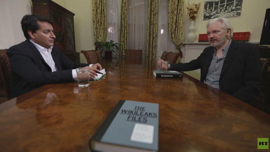 Julian Assange im Gespräch mit Afshin Rattansi. Quelle: RT