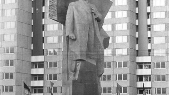 """Live: Lenins Kopf ab heute in Spandauer Zitadelle – Ausstellung:  """"Enthüllt. Berlin und seine Denkmäler"""""""