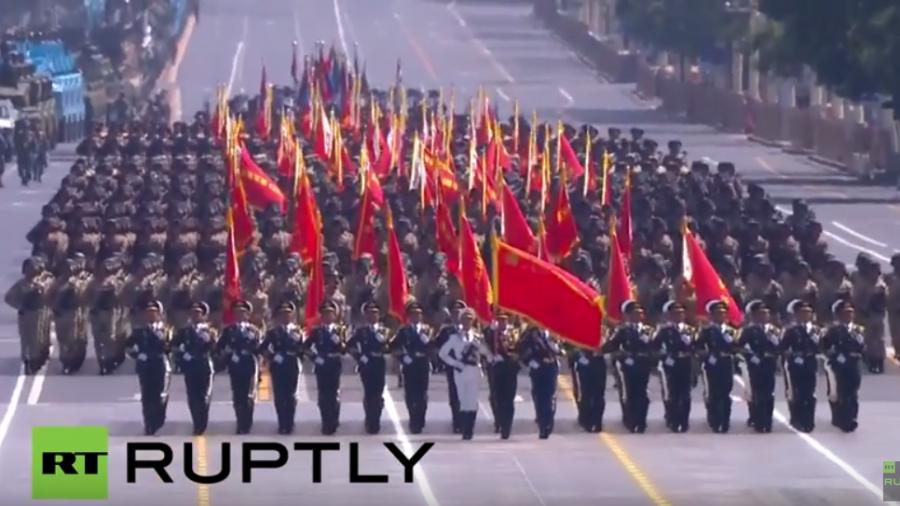 Video: Komplette Militärparade in China zum Gedenken an das Weltkriegsende vor 70 Jahren