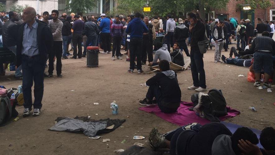 RT Deutsch-Reportage zu Flüchtlingen in Berlin: Warten, Warten, Warten