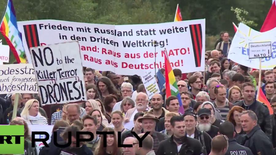 """Stopp Ramstein: """"Nein zu Killerdrohnen und Nein zur NATO"""""""