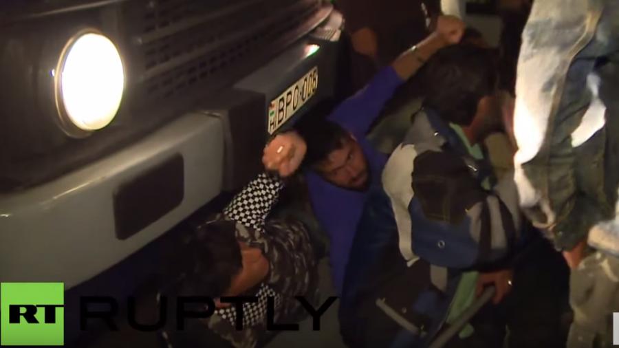 Ungarn: Dutzende blockieren Transporte ins Flüchtlingslager von Rözske