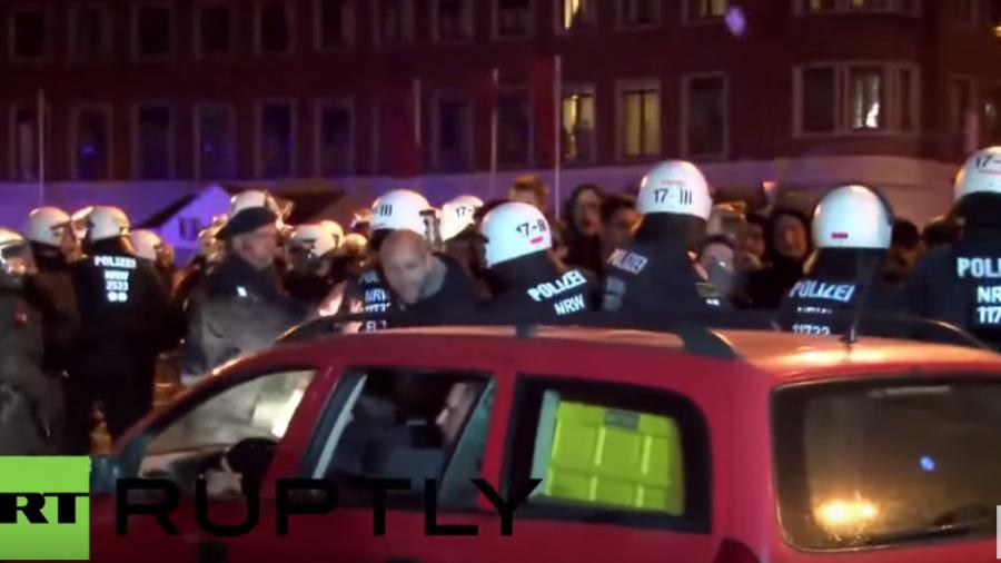 Dortmund: Demonstranten bewerfen Organisatoren von Anti-Flüchtlings-Demo mit Steinen und Flaschen