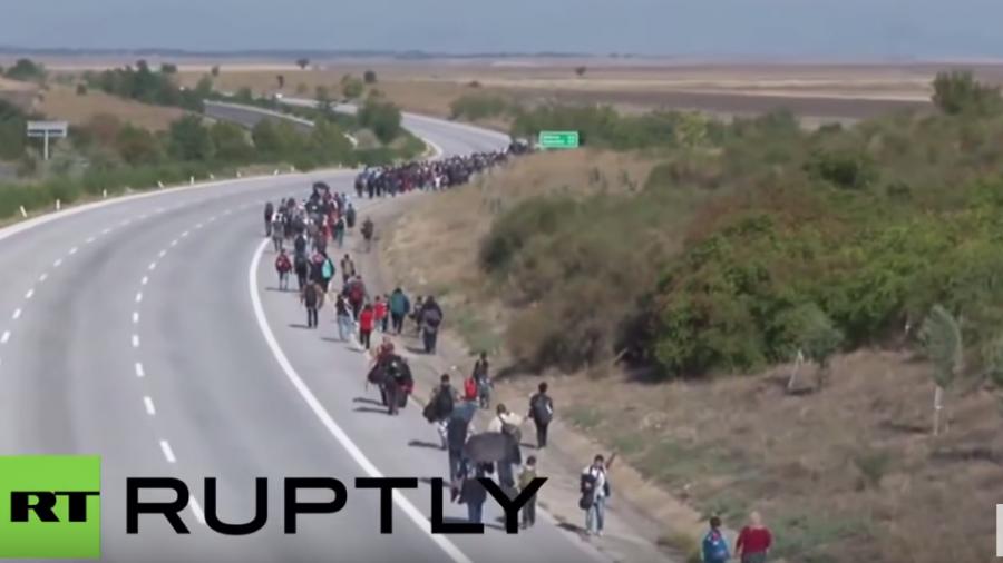 Kein Ende in Sicht - Tausende Flüchtlinge machen sich aus der Türkei auf den Weg in die EU