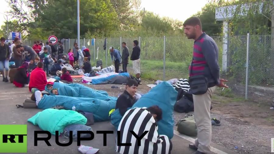 Endstation Grenzzaun? Nun harren Flüchtlinge vor geschlossener Grenze in Serbien aus
