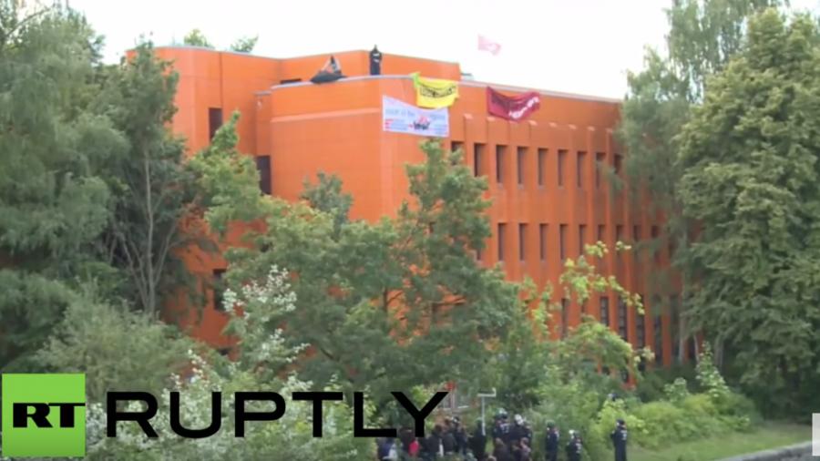 Berlin: Antifa besetzt seit 2012 leerstehendes Bürogebäude und fordert eine Nutzung als Flüchtlings-Notunterkunft